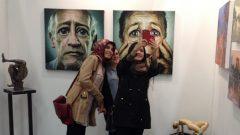Sanat fuarında selfie keyfi