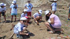 Küçük arkeologlar antik kentte kazı yaptılar