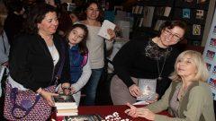 Ayşe Kulin yeni kitabını imzaladı