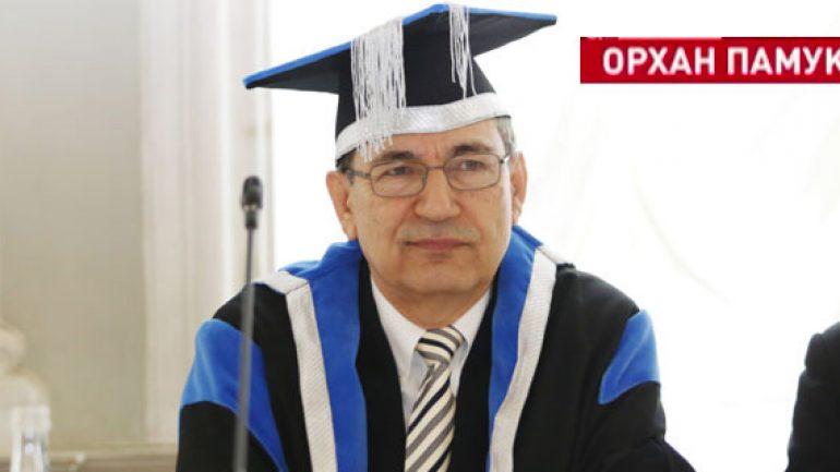Orhan Pamuk'a Rusya'da fahri doktora verildi