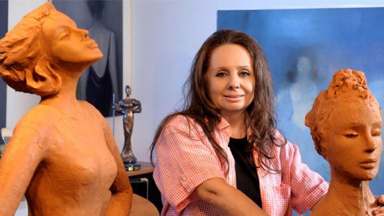 Emel Vardar kadın heykelleriyle mesaj veriyor