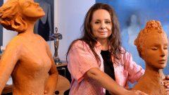Kadınlık Halleri sergisinde kadın heykelleri