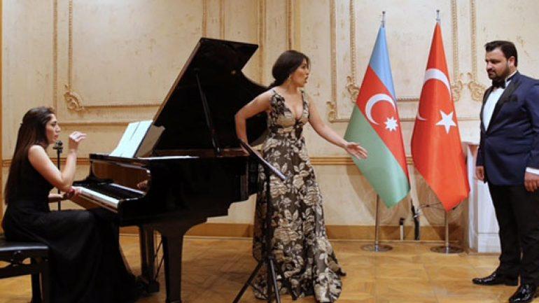 Beyoğlu'da Azerbaycan ezgileri