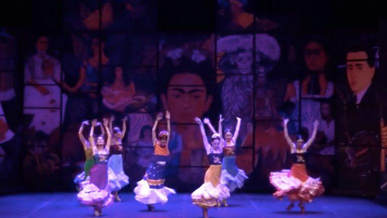 Frida bale ve dans gösterisi ile sahnede