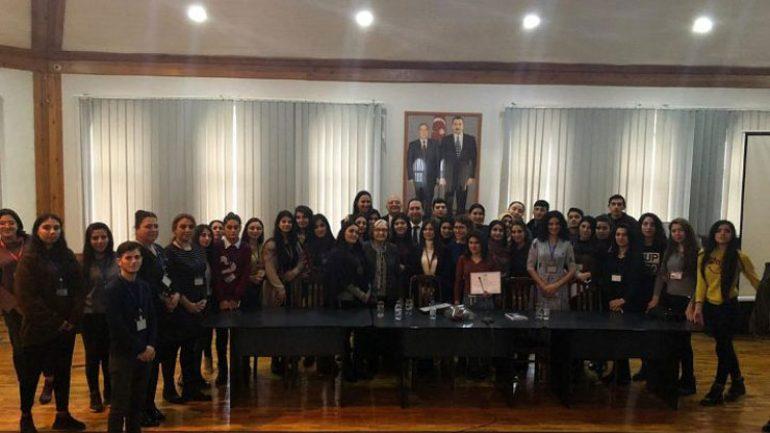 Gülten Dayıoğlu Azerbaycan'da üniversitelilerle