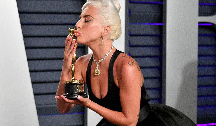 Lady Gaga Oscar aşkını kucakladı