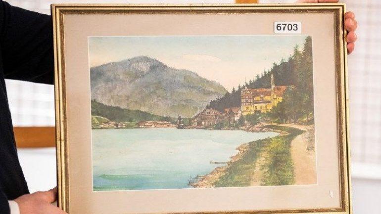 Hitler'in tabloları satılamadı