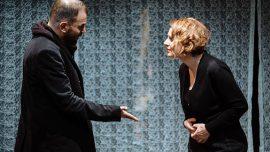 İsimsiz oyunu tiyatrocu çiftin sorgulamaları