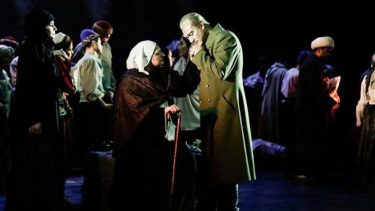 Atatürk ilk kez opera sahnesinde