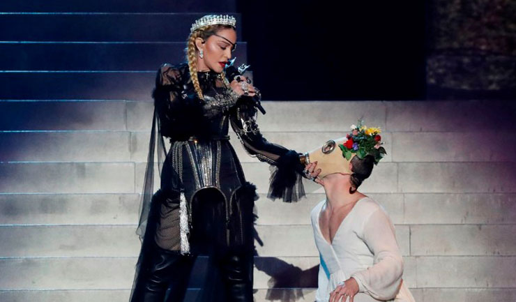 Madonna Eurovision'da Filistin mesajı verdi