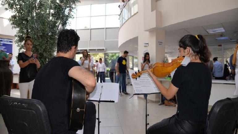 Menemen Belediyesi'nde müzikle karşılama