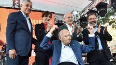 Beyaz Martı Edebiyat Onur Ödülü Ahmet Ümit'e