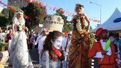 Çeşme Festivali 25 yıl sonra kortej yürüyüşü ile başladı