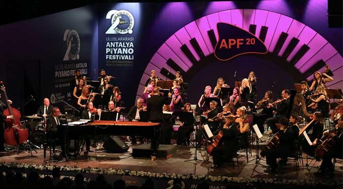 Caz ve senfoni Antalya'da buluştu