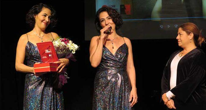 Meltem Cumbul Uluslararası İzmir Tiyatro Festivali'nde onur ödülü