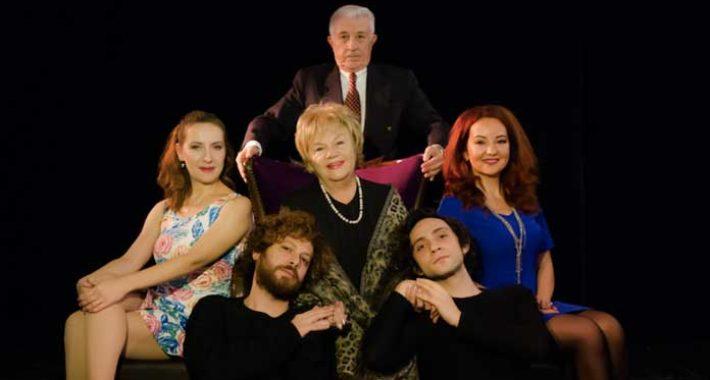 Nevra Serezli yeniden tiyatro sahnesinde