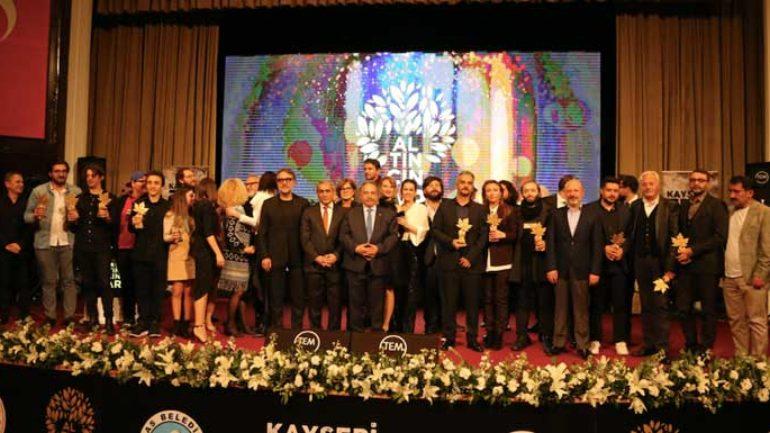 Omar ve Biz Altın Çınar ödülünün sahibi oldu